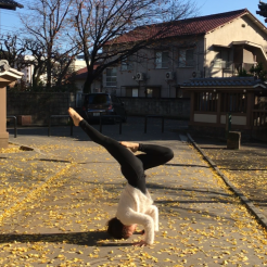 KrisYoga - Travel Yoga, Tripod Headstand, Tokyo